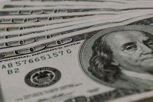 Чому українці в листопаді скуповували валюту, і чи варто нині бігти до обмінників