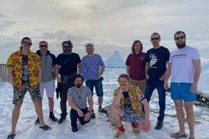 Українські полярники скрутили дулю змінам клімату: сфоткалися в Антарктиді у шортах та футболках