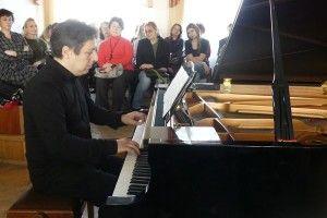 У Східноєвропейському національному університеті відомий піаніст провів концерт-лекцію