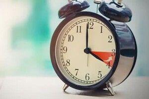 4:00 – Україна переводить годинник на «зимовий час»