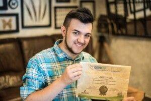 Український студент отримав міжнародне визнання за папір з листя