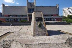У Луцьку знесуть пам'ятник Бандері перед РАЦСом (Відео)