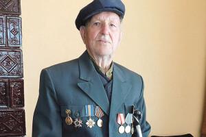 9Травня Микола Пахольчук одягне свій піджак ізбойовими нагородами