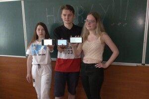 Анна, Павло і Вікторія: в одній школі Рівного ЗНО з англійської склали на 200 балів аж троє