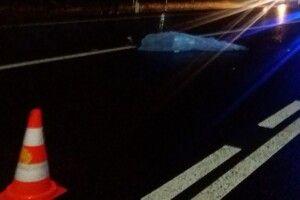 Біля Луцька автомобіль на смерть збив дівчину (відео)
