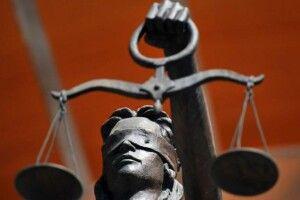 Суд відпустив ромів, які побили… поліцейських прямо у відділку