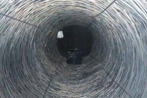 Цигарки заховали у бухтах металевих прутків (Фото)