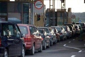 На кордоні з Польщею в чергах застрягли понад 700 авто