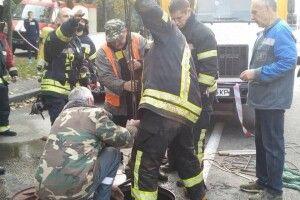 БІйці ДСНС рятували чотирьох працівників «Київводоканалу», яких напором води змило в колектор