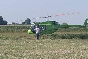 Чий вертоліт приземлився у полі біля Торчина (Фото)