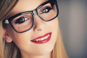 «Оптичний» макіяж. Поради для тих, хто в окулярах
