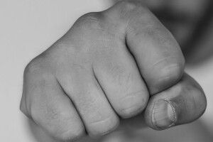 26-річний лучанин пограбував та побив перехожого