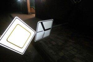 У Ратному невідомі зламали дорожній знак (Фото)