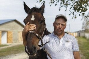 Коні волинянина Володимира Маруняка лікують хворих діток