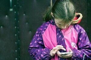Коли мама знепритомніла, 12-річна дівчинка викликала «швидку»: на Рівненщині медики врятували родину