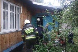 У Рівному бійці ДСНС відбили в червоного півня житловий будинок (фото)
