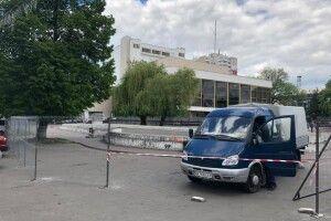В Луцьку демонтують бетонне корито на місці майбутнього фонтану (Відео, фото)