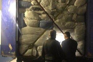 На «Ягодині» затримано тонни контрабандного одягу вартістю майже 12 мільйонів гривень (Фото)