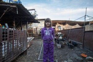 Маленька Сабріна  кожного вечора молиться, аби не стріляли...