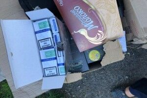 Цигарки сиділи в коробках і вдавали, що вони пряники (фото)