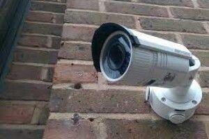 Волинянина, який в'їхав машиною в паркан і втік, зафіксувала камера