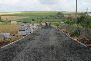 У Підгайцівській громаді висипають дороги щебенем і прокладають бруківку
