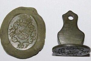 На Волині знайшли печатку звогнедихаючим левом
