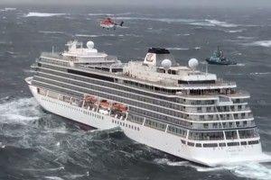 Евакуацію людей з круїзного лайнера «Viking Sky» припинили – судно прямує до найближчого порту