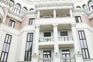 Дружина Президента Зеленського справно платить комірне за розкішну квартиру в окупованому Криму