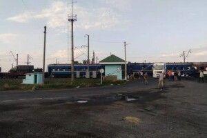Поїзд «Одеса — Ковель» запізнюється, бо на Полтавщині потяг врізався у вантажівку