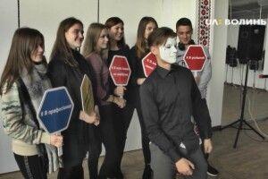 У Луцьку змагаються студенти за звання кращої швачки, кулінара, слюсара та зварювальника