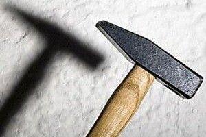 На Донеччині чоловік забив молотком до смерті власних батьків