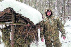 Посмакувати сіном приходять кози, кабани, інколи лосі: як у волинських лісах взимку годують тварин