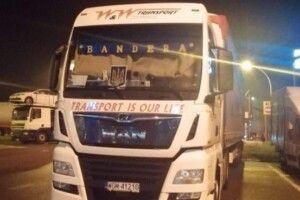 У Польщі відбувся скандал через вантажівку з надписом «Бандера»