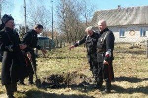 У Троянівці відкрили меморіальну дошку та заклали алею на честь Героя
