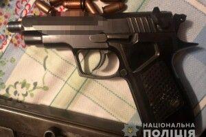 Лучанин тримав удома цілий арсенал зброї: поліція все вилучила, особу затримано (Фото)