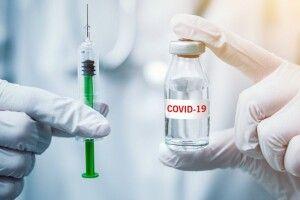 Перший українець, який вакцинувався проти COVID-19, розповів про самопочуття
