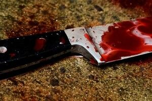 Волинянин ненароком впав на ніж і поранив собі живота