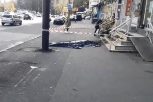 У Києві з 9-го поверху випала жінка з дитиною