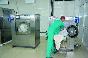 У міській лікарні перуть погано чи в обласнійне економлять?