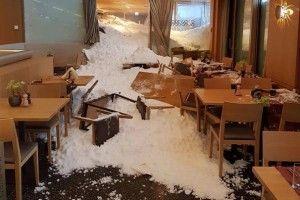 У Швейцарії снігова лавина зійшла на готель (фото)