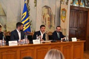Президент Зеленський під час робочої поїздки на Рівненщину застеріг власників «тіньових» АЗС