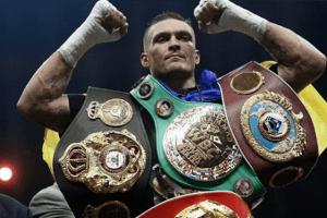 Усик відмовився від чемпіонського пояса і бою з росіянином