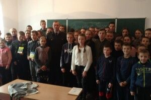 Поліцейські провели профілактичну бесіду з учнями Качинської школи