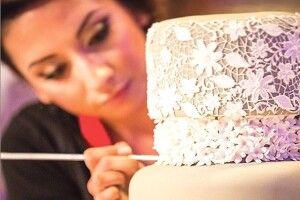 Пані навчилася «вишивати»... торти!