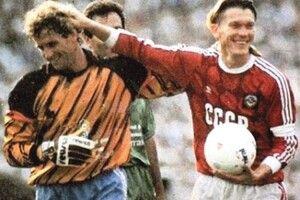 30 років тому Олег Блохін сказав футболу: «Прощавай!» і почув у відповідь:  «Віват, король!»