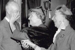 Сліпоглуха Хелен Келлер вчила світ не сахатися особливих людей