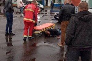На Волині автівка наїхала на чоловіка: його госпіталізували (Фото)