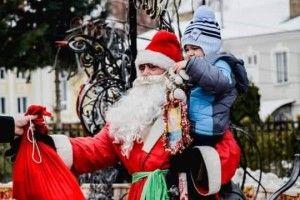 «Бородатий, ваші документи!»: луцькі «муніципали» розповіли, як перевіряли «ксиву» в Діда Мороза