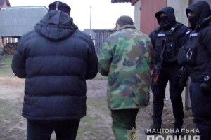 На Волині до підозрюваних у побитті поліцейського навідався КОРД (відео)